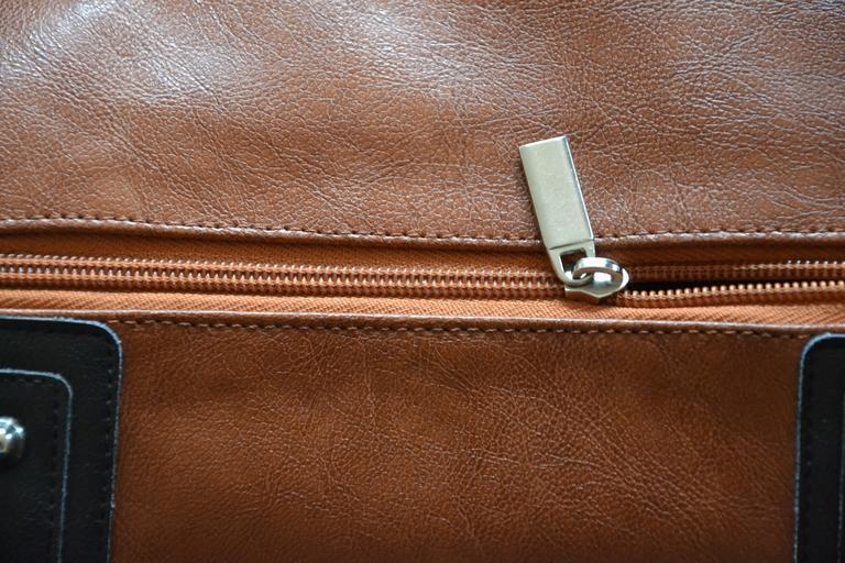 Detail kožené kabelky