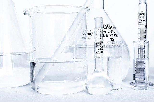 baňky v laboratoři